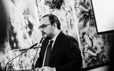 Todos quieren a Ignacio Peyró: 6 elogios 'subjetivos' a propósito de 'Ya sentarás cabeza'